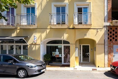 Ground Floor Apartment For Sale with 3 bedrooms all with french windows out onto the two large terraces. Located right in the heart of Parcent in the Jalon Valley.. . All on one floor, suitable for wheelchairs, there are three double bedrooms, one wi...