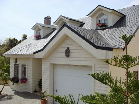 This property is located in Santa Margarita. This original slate roof house arranged on two levels with well designed, spacious bedrooms and bathrooms. The ground floor has a spacious hallway, dining/living area with a chimney, fully fitted kitchen, ...