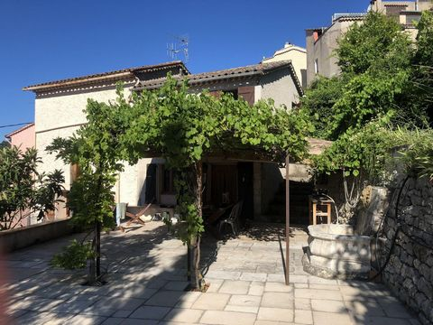 Large and charming house in the nice village of Claviers. A very cozy village where you have all necessities. You are close to the beaches, hiking and skiing. The house has a living space of 140 m2 which is well-planned on three floors. The ground fl...