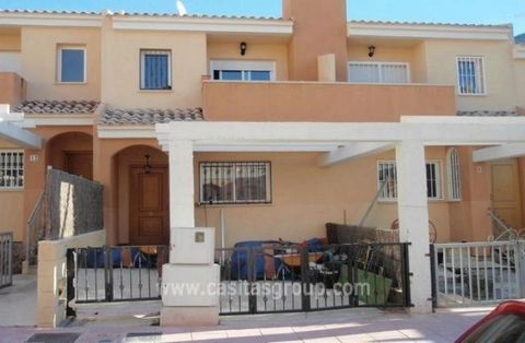 This modern duplex is ideally situated just 2 minutes walk from the timeless village of Orxeta and the local Pool and only 10 minutes drive to the coast. The interior is fresh and colourful having been lovingly decorated by the present owners. The sp...