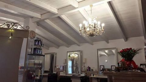 Business for sale in Nueva Andalucia, Marbella with 1 toilet and with orientation north/west. Regarding property dimensions, it has 60 m² built and 52 m² interior. Has the following facilities street view, urban view, amenities near, close to childre...