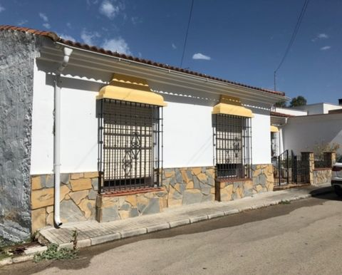 New to our books a charming 4 bedroom two bathroom town house in Jimena. This lovely property has far reaching views and is a bargain for those looking for a rural retreat. This home has an expansive 190 m2 internal space together with a huge, 200 m2...