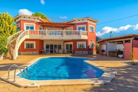 Luxury house in Busot, Urbanization Pla Lloma (Alicante) Private plot of 1,300 m2 House of 250 m2 Built at the end of 2008, completed in 2009. Large dining room with access to a beautiful terrace with open views to the mountains, the city of Alicante...