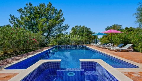 Stunning real estateproperty for sale, built in with high quality materials, and a wide view to the ocean and algarve coastline ,in Tunes, Silves in the Algarve in Portugal. Luxury property with luxurious finishes where you feel the comfort in al...