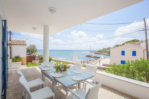 Fantastic house in front of the sea ideal to enjoy an authentic vacation welcomes 8 people in Capdepera. The wonderful views, the sea breeze and the peaceful surroundings will make you spend a great vacation. You can have lunch or dinner outdoors und...