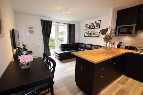 Fantastic 2 Bedroom, Modern Apartment in Perfect City Location, Colindale, London, England Euroresales Property ID – 9826310 ***Sterling price = £415,000*** PROPERTY LOCATION Charcot Road, Colindale, London, England, NW9 5YW PROPERTY OVERVIEW Famed f...