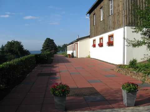This apartment is located in Medendorf, a small village which lies at an altitude of 560 meters, in the Belgian-German Hoge vein-Eiffel nature park. Here you can enjoy plenty of peace and quiet! In the garden, which has a large terrace to the south, ...