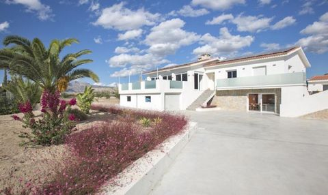 This is a beautiful modern house divided into two independent floors. Each floor is suitable for 10 to 12 people and has a hyper-equipped kitchen, a dining room, a living room, two bathrooms, several bedrooms, a terrace, as well as individual access ...