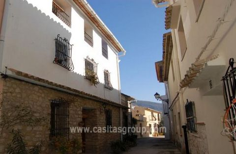 A Picture Postcard Country property, this lovingly restored spacious stone fronted house earns superior marks for construction, comfort and durability and is home in the true sense. Located in the a quaint Village in the popular Vall de la Gallinera ...