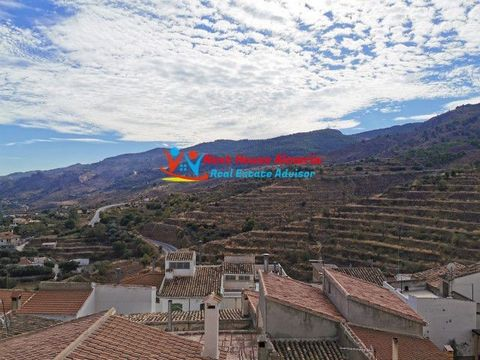 ! Exclusive to Next House Almería! Charming and very spacious village house of 3 floors, a large roof terrace with spectacular views of the village and the mountains, located in the Spanish town of Serón, in the province of Almería. The house needs s...